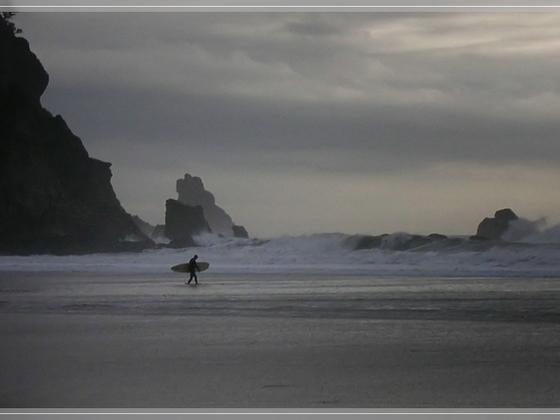 Surfer im Sturm